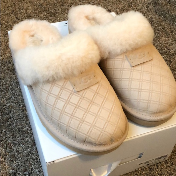 583d595002a Ugg Cozy Double Diamond Slippers Women's Size 9